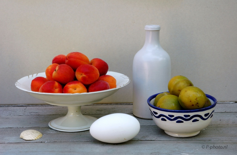 Nikon D70s 8-08-2014 181, still life with apricots and plums